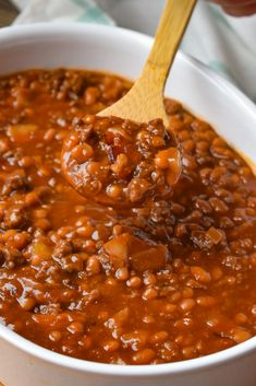 1 lb ground beef 8 slices bacon 1 c chopped onion 28 oz can pork and beans drained 8 oz can homestyle pork and beans 1 c sugar 1 c brown sugar 1 c ketchup 1 tsp mustard 1 tbsp vinegar Canned Baked Beans, Best Baked Beans, Beans In Crockpot, Baked Bean Recipes, Pork N Beans, Rib Recipes, Crockpot Recipes, Cooking Recipes, Homemade Sloppy Joe Sauce