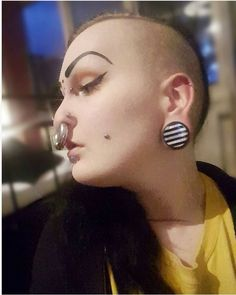 Floating Nomad Stretched Septum, How To Draw Eyebrows, Body Modifications, Tumblr, Cool Tattoos, Piercings, Illustration Fashion, Piercing Ideas, Bodies