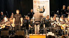 """Actuació de Pep Gimeno Botifarra amb l'Agrupació Musical d'Ontinyent dins els actes del estiu musical que celebra AMO.  Cançó """"granaina del tio palero"""""""