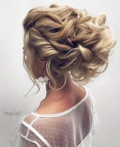 Featured Hairstyle: tonyastylist (Tonya Pushkareva); www.instagram.com/tonyastylist; Wedding hairstyle idea. #weddinghairstyles