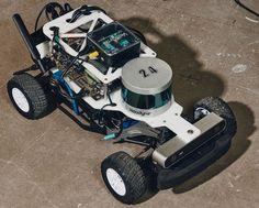 Los nuevos diseños de chips pueden ser cruciales para el futuro progreso de la IA, y los drones y robots. Hasta ahora, el software de IA se ejecutaba principalmente en unidades de procesamiento gráfico (GPU, por sus siglas en inglés), pero los nuevos diseños especializados de hardware podrían lograr que los algoritmos de IA sean más potentes Remote Control Cars, Radio Control, Drones, Arduino Projects, Futuristic Cars, 3d Prints, Rc Cars, Science And Technology, Outdoor Power Equipment