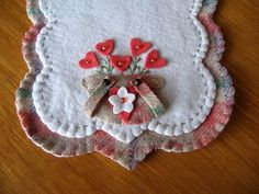 """Double Handled Sweetheart Bouquets"" Penny Rug Runner ~ love the ""loose"" basket handles."
