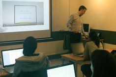 Alumnos del Máster en Comunicación Multimedia 2015/16 con el profeso Álvaro Varona
