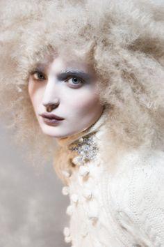 Best makeup brushes click here ... https://www.youtube.com/watch?v=SFs1e4HTWGE…
