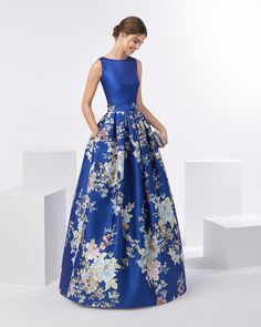 Vestido de Festa de Aire Barcelona comprido - Scold Tutorial and Ideas Banquet Dresses, Gala Dresses, Modest Dresses, Elegant Dresses, Pretty Dresses, Strapless Dress Formal, Beautiful Dresses, Dress Outfits, Fashion Dresses