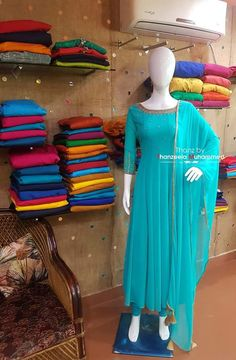 Salwar Neck Designs, Dress Neck Designs, Kurta Designs Women, Blouse Designs, Designer Party Wear Dresses, Kurti Designs Party Wear, Indian Designer Outfits, Anarkali, Saree