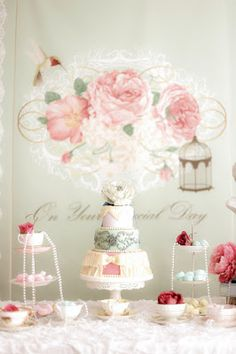 Shabby chic 1st birthday party by Party with Chloe (http://www.partywithchloe.com) photo credit to Lfoto