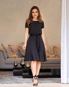 Guia completo do Vestido Midi! Modest Dresses, Modest Outfits, Simple Dresses, Modest Fashion, Cute Dresses, Beautiful Dresses, Dress Outfits, Casual Dresses, Fashion Dresses