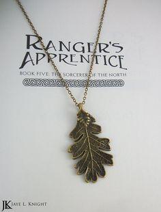 ik heb deze pin gekozen omdat dit de hanger is uit de boeken die de jagers dragen.