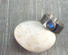 hammered silver ring round blue labradorite gemstone oxidized mens ring band 8mm wide wedding ring band