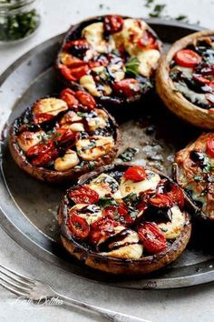 Caprese Stuffed Garlic Butter Portobellos drizzled with a rich balsamic glaze fo. Caprese Stuffed Garlic Butter Portobellos drizzled with a rich balsamic glaze for the classic Caprese flavour! Veggie Recipes, Cooking Recipes, Healthy Recipes, Veggie Bbq, Vegetarian Cooking, Meatless Recipes, Vegetarian Barbecue, Vegetarian Tapas, Keto Recipes