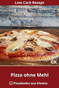 Eine Low Carb Pizza stillt die Lust auf Pizza absolut. Das Rezept ist frei von Kohlenhydraten und reich an Eiweiss. #pizzarezept #pizza #lowcarbpizza #pizzaohnemehl #pizzaohnekohlenhydrate #eiweissrezept #lowcarbrezept #gemüsepizza #ohnekohlenhydrate #pizzateig #pizzabacken #pizzaselbstgemacht #glutenfrei #glutenfreiepizza #pizzalover #pizzatime #glutenfrei