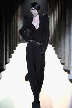 Mugler Fall 2011 Ready-to-Wear Collection Photos - Vogue