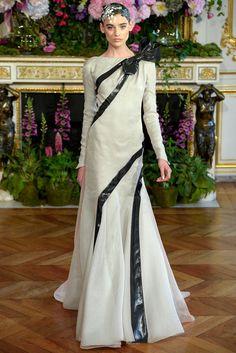¿Perfecto para una novia si o no? Alexis Mabille (FW 2013-2014) #PFW #vestidodenovia #weddingdress