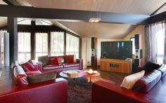 The Chalet E 1850 is a stylishly decorated resort cabin in Courchevel, in the French Alps. The sleek decoration of the interior spaces is a warm escape to the cold weather outside on the mountain, and provides a perfect refuge for an evening spent resting from the day's activities.
