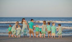 Just Another Hang Up - THE most adorable family photo shoot (this is her grandchildren)! Love this picture! Group Family Pictures, Extended Family Pictures, Large Family Photos, Family Picture Poses, Family Beach Pictures, Fall Family Photos, Family Posing, Beach Photos, Family Portraits
