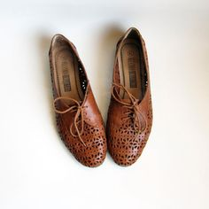 eb1f9f7eb90 Vintage 1980s Shoes   Cut Out Perforated Brown Leather Oxfords Size 10 or 11