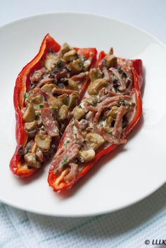 Gevulde puntpaprika met champignons en ham Stuffed pointed pepper with mushrooms and ham Quick Healthy Meals, Healthy Crockpot Recipes, Easy Meals, Good Food, Yummy Food, Amish Recipes, Dutch Recipes, Clean Eating Dinner, Other Recipes