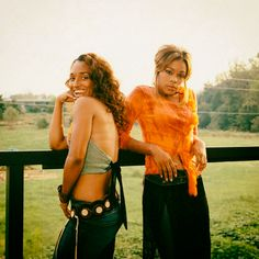 Chilli and T Boz life after Lisa Chilli Tlc, Ashley Banks Outfits, 90s Girl, Aesthetic Photography Nature, Black Picture, Popular Girl, Black Girl Aesthetic, Afro Punk, 2000s Fashion
