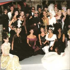 CHANEL  SPRING-SUMMER HAUTE COUTURE 1996 After the show : A group photo with Karl Lagerfeld at the Ritz Paris.