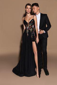 1001 + modèles de robe de soirée chic et glamour. exemple de robe soirée  longue de couleur noire avec bustier et bretelle à haut transparent ... d5f117cf283