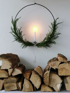 Decorate for a Natural Swedish Christmas – Chalk & Moss Swedish Christmas savours natural smells, soft materials, mood lighting and lots of greenery. Bring nature into your home with these Swedish decor tips! Red And Gold Christmas Tree, Natural Christmas, Minimal Christmas, Simple Christmas, Handmade Christmas, Christmas Christmas, Christmas Crafts, Christmas Images, Christmas Recipes