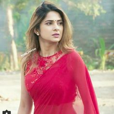 TV fashionista Jennifer Winget can slay any outfit Sari Blouse Designs, Fancy Blouse Designs, Blouse Styles, Indian Fashion Dresses, Dress Indian Style, Indian Outfits, Sarees For Girls, Bollywood Designer Sarees, Saree Trends