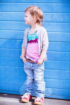 little onion - Ich will einfach nicht mehr! - Ebbie und Floot  #cardigan #shirt #selbernähen #jersey #strick #knitfabric #colorful #ebbieundfloot #stoffmix #farbenmix #bisgaard #jeans #denim #layeringloog #layer #kidsfashion