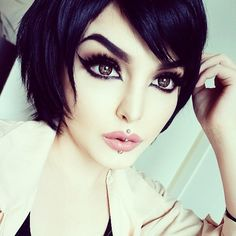 """Rose Shock - she uses """"Beaver"""" eyeshadow from Make Up Store for contour (so hard to find good contour color for pale skin! Anime Makeup, Goth Makeup, Hair Makeup, Bright Eye Makeup, Makeup For Brown Eyes, Stunning Makeup, Stunning Eyes, Beautiful, Goth Beauty"""