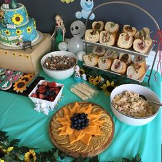 Strawberry Swing and other things: Ashlynn's 4th Frozen Fever Birthday Party