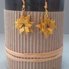 Boucles d'oreille étoiles dorées en origami de papier japonais