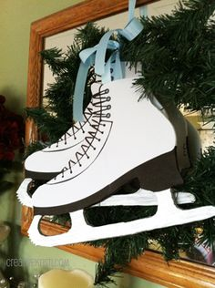 Free printable template so you can make these quick, easy, beautiful ice skates for your winter decor! via ©creativekristi.com