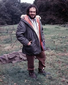 Stanley Kubrick on the set of Barry Lyndon. Explore the artistic inspirations behind the film as a re-release trailer arrives. Stanley Kubrick, Jack Nicholson, Barry Lyndon, Dramas, A Clockwork Orange, Star Trek, Tv Movie, Cinema Movies, Famous Directors