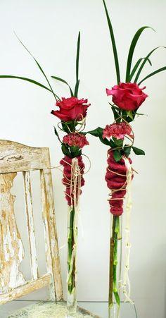 fles of vaas omwikkelen met wol, vilt of garen ook leuk om er een zelfgemaakte papieren bloem in te zetten (crea-paloppo)