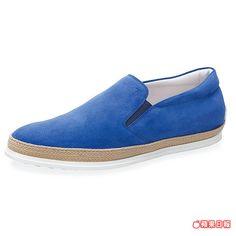 寶藍色麂皮草編休閒男鞋,是春夏搶眼吸睛款。1萬6300元