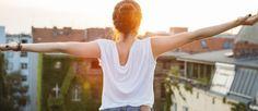Schweißgeruch aus Kleidung entfernen: Die besten Hausmittel