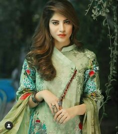 Twisted Clutch - PDF Tutorial and Pattern Blouse Back Neck Designs, Neck Designs For Suits, Sleeves Designs For Dresses, Neckline Designs, Pakistani Fashion Casual, Pakistani Dresses Casual, Pakistani Dress Design, Kurti Sleeves Design, Kurta Neck Design
