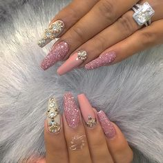 19 Best Them Gucci Nails - Anna's hairstyles - Nageldesign Glam Nails, Hot Nails, Fancy Nails, Bling Nails, Beauty Nails, Glitter Nails, Hair And Nails, Fabulous Nails, Gorgeous Nails