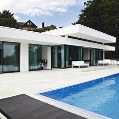 Discover the Best Latest Glass House Designs Ideas at The Architecture Design. Visit for more images and ideas about Glass House Designs Ideas. Modern Glass House, Glass House Design, Modern House Design, Exterior Design, Home Interior Design, Simple Bungalow House Designs, Modern Pools, Interiores Design, Architecture Design