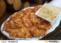 Zelňáky z kysaného zelí se sýrem recept - TopRecepty.cz Cauliflower, Macaroni And Cheese, Cabbage, Food And Drink, Appetizers, Low Carb, Cooking Recipes, Lunch, Chicken
