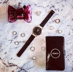 Did you know our watches are easily interchangeable? With 22 straps to choose from, we've got one for every event! Feat our Roma Rose Gold Watch.