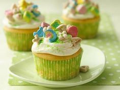 Lucky Charms cupcakes ~ great for St. Patrick's Day