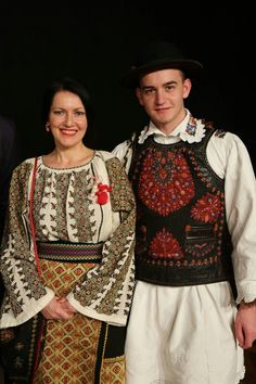 c/o Cu Iosif pe coclauri Folk Costume, Costume Dress, Costumes, Folk Clothing, Clothing Patterns, Art Populaire, Ethnic Outfits, Embroidered Blouse, Traditional Dresses