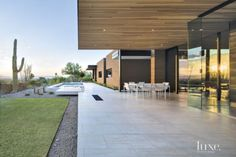Minimalist Desert House With Midcentury Modern Finishes | LuxeSource | Luxe Magazine - The Luxury Home Redefined