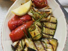 Grilled vegetables as antipasti - Pinmod. Antipasti Zucchini, Grilled Vegetables, Veggies, Antipasto Recipes, Vegan Barbecue, Bbq, Vegetarian Recipes, Healthy Recipes, Healthy Food