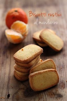 Biscotti rustici al mandarino   MIEL & RICOTTA 125 g burro 2 cucchiaini di scorza di mandarino grattugiata 110 g di zucchero a velo 55 g di farina di mais (per polenta) 225 g di farina 60 ml di succo di mandarino (circa 2/3 mandarini)