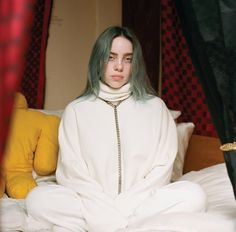 Billie Eilish on How She Still Sleeps With Her Stuffed Animals - WordPress Web Sitesi Billie Eilish, Beautiful Person, Beautiful People, Most Beautiful, Elizabeth Olsen, Scarlett Johansson, Song Of The Year, She Song, New Artists