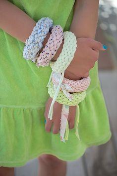 Easy knit bracelet tutorial, Anleitung für ein Strickarmband