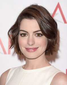 Anne Hathaway Haircut – 35 Anne Hathaways Stylish Hair Looks, Anne Hathaway Haircut , Promi Frisuren Anne Hathaway Haircut, Anne Hathaway Short Hair, Long To Short Hair, Short Hair Cuts, Celebrity Hairstyles, Bob Hairstyles, Celebrity Bobs, Hairstyles Pictures, Hair Styles 2016