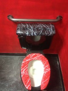 Toilet cistern and lid